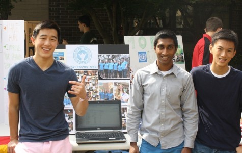 Students gather in courtyard for 2013 Club Day