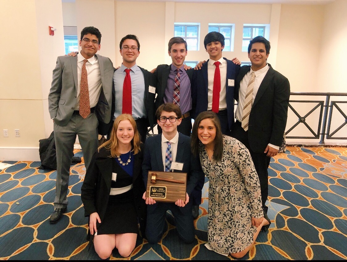 Group of MUN Sophomores gathered for a group picture after winning Outstanding Large Delegation