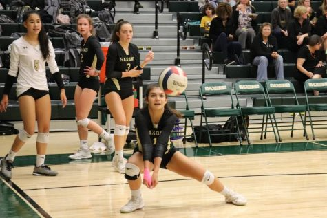 Sabrina Duque-Lewis crouches to pass the ball to her teammates during a match (Photos by Yousuf Mufti).