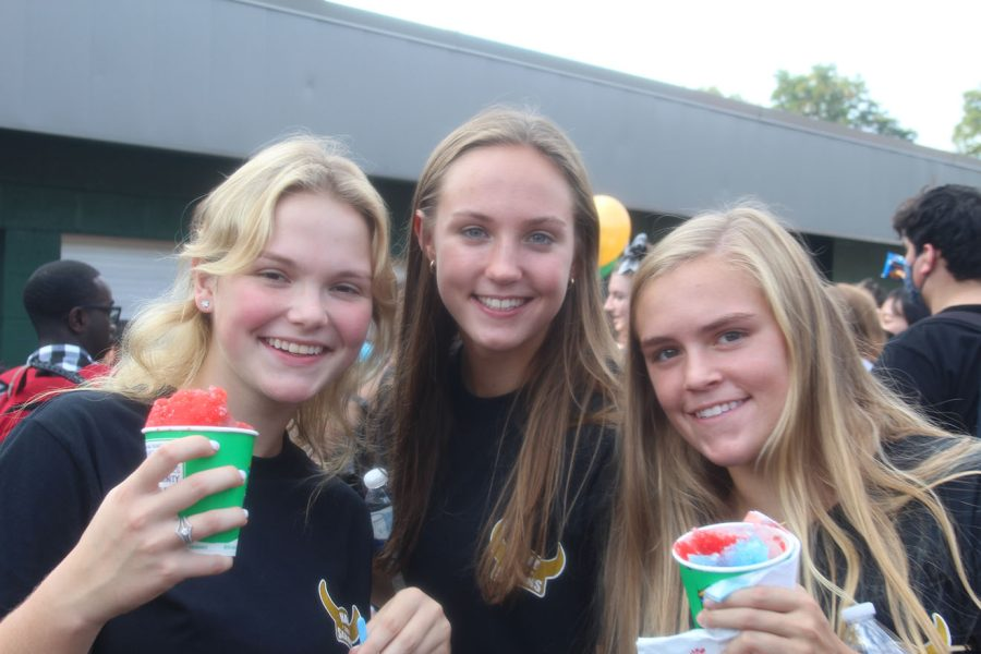 Seniors Sophia Bailey, Helena Swaak, and Kendall Wilson at the senior picnic on Friday before homecoming. The picnic is a pep rally event for seniors before the game.